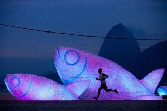 Скульптуры из пластиковых бутылок: фото