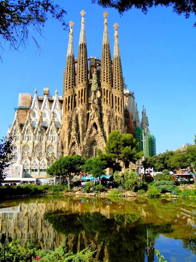 Храм Святого Семейства, Барселона, Испания - фото и адрес