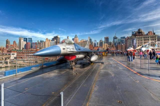 Музей Авианосец intrepid в Нью-Йорке