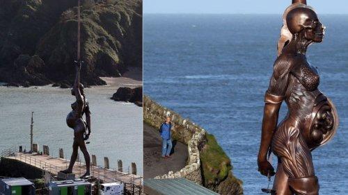 Самые необычные скульптуры мира: 10 фото