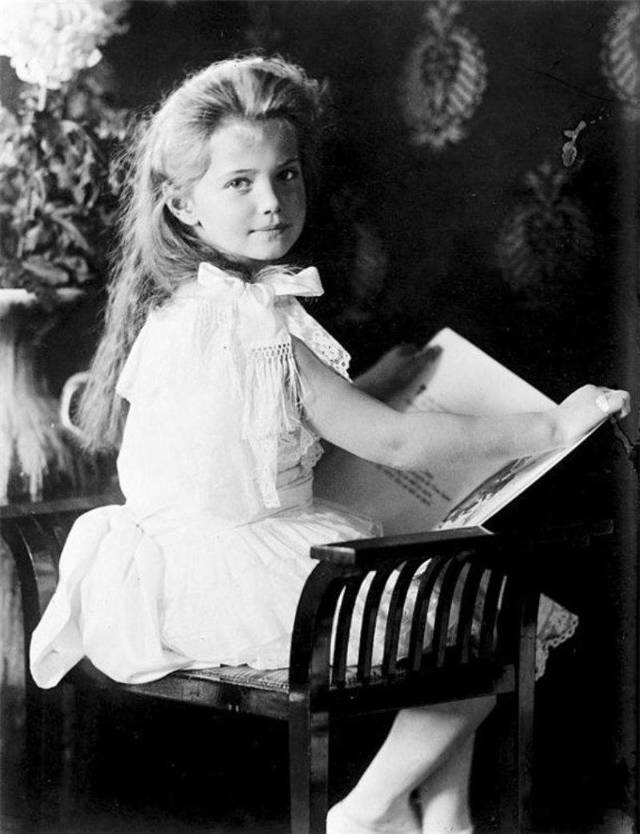 Портрет княжны Марии Николаевны, Маковский — описание