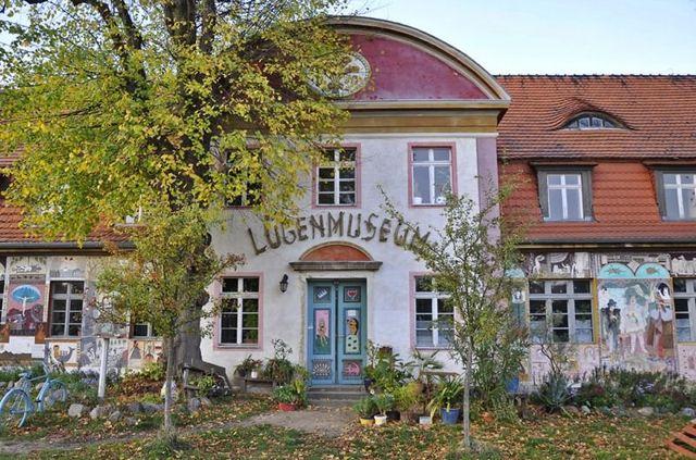 Музей лжи, Германия