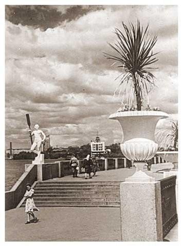 Скульптура «Девушка с веслом»: авторы, история скульптуры, фото