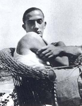 Плоть на камнях Сальвадора Дали, 1926