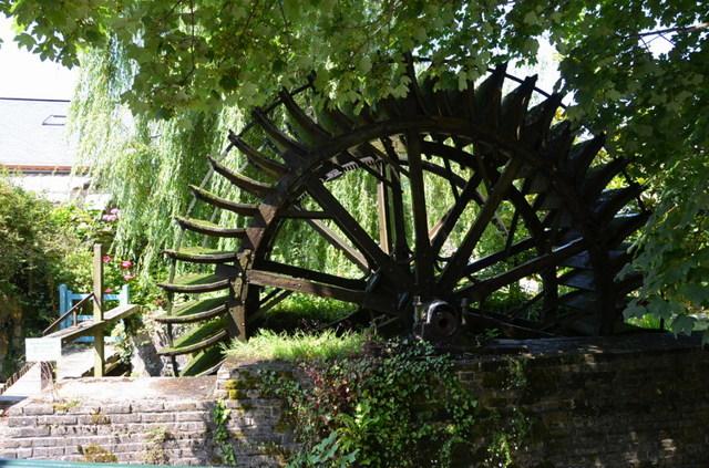 В парке. Местечко Вель в Нормандии, Поленов - описание