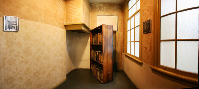 Дом-музей Анны Франк, служивший ей убежищем, в Амстердаме